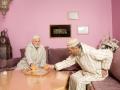 """<P STYLE=""""text-align: left;"""">We zijn hier in Andalus. Andalus is een woongroep voor Marokkaanse ouderen. Ze hebben een gezamenlijke ruimte waar ze bijvoorbeeld kunnen thee drinken of computeren. <br> We zien hier meneer El Abdellaoui met meneer Douiyeb. Meneer Douiyeb is ook een bewoner van Andalus.</p>"""